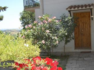 2 bedroom Tuscan house with stunning valley views and easy beach access, Magliano in Toscana
