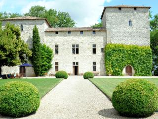 H115 Commanding Chateau, Saussignac