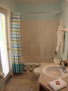 Family Bathroom Leading to Pool/Lanai