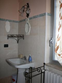 Il bagno dell'appartamento Mimosa
