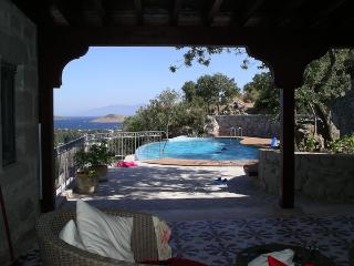Bodrum Stone House 1 acre of grounds-private pool, Ortakent