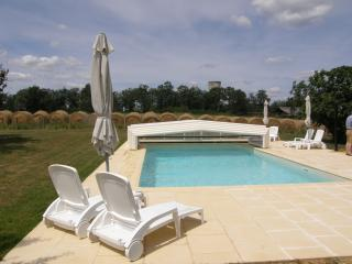 Luxury spacious farmhouse in the Dordogne. Heated covered pool and hot tub.