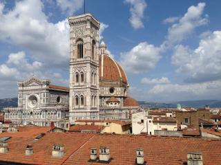 Beautiful two bedroom apartment overlooking Florence cityscape, Florencia