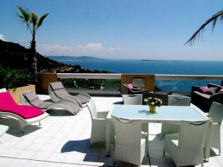 PENTHOUSE APARTMENT OVERLOOKING THE SEA TO CANNES, Cannes