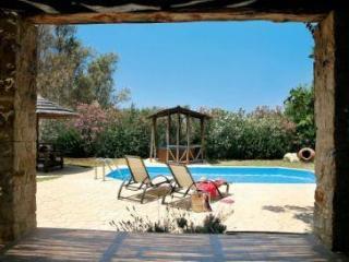 Villa 2298-Πόλις, Pomos