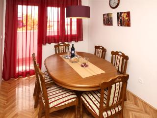 Apartment Edvard Split, renewed,parking, free WiFi