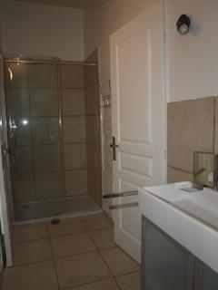 La douche de la salle d'eau principale