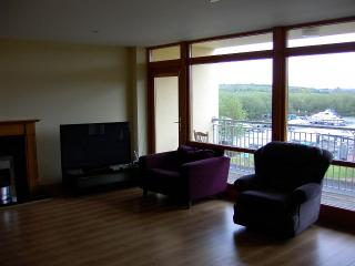 Leitrim Village - apartment on river shannon, Carrick-on-Shannon