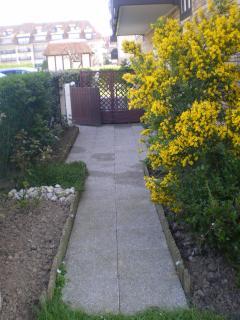 allée menant au jardin