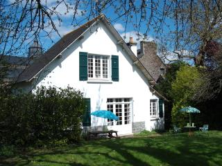 Charming holiday cottage in a village, Plenee-Jugon