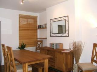 Townhouse in St Ives with sea views & parking., St. Ives