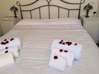 Bedroom with double bed with air conditioning warm/cold
