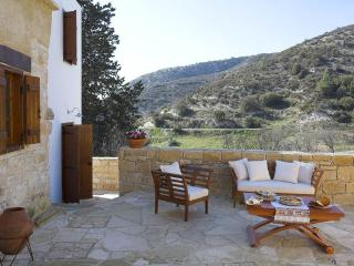 Situated at the end of the village, Anerada Cottage offers undistracted views of the landscape