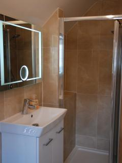ensuite bathroom for bedroom 1