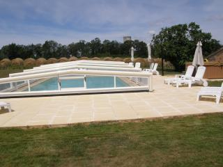 Luxury spacious barn in the centre of the Dordogne. Heated covered Pool & Hottub