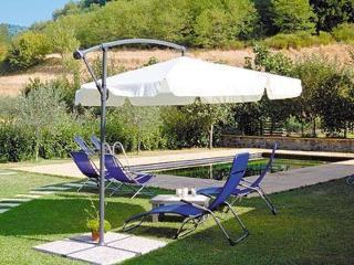 Villetta Gardino, lovely pool and garden, great views, WIFI, walk to restaurant!