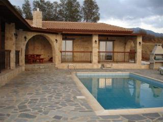 Villa 2285-Πόλις, Pomos
