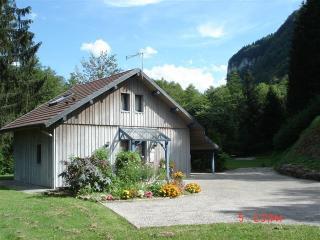 Gîte chalet en Franche Comté bord de rivière natur, Nans-sous-Sainte-Anne