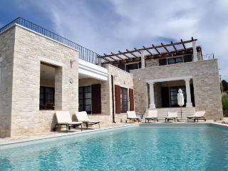 LUXURY STONE VILLA WITH POOL, Motovun
