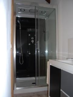 Guedje du Manoir - The Bathroom