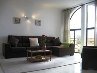 South Facing Large 3 Bed Apartment Extensive Views