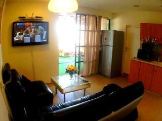 2 bedroom flat  with jacuzzi, Bat Yam