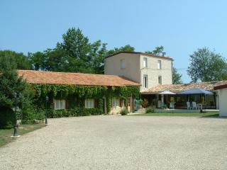 Beautiful spacious gite with indoor swimming pool, Sainte-Foy-la-Grande