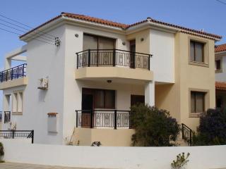 2275-Polis Villa, Pomos