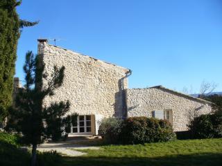 ALDEBARAN, une maison de charme au coeur du Luberon. Calme et soleil assures