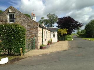 Gay/LGBT Friendly Country Cottage with Hot Tub, Near Glasgow