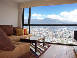 FULL EQUIPPED APARTMENT WITH AMAZING MOUNTAIN VIEW IN QUITO, LA CAROLINA, Quito
