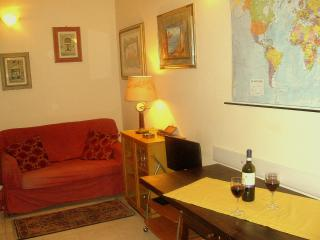 Artistic apartment with balcony in the centre of Florence, wifi access, Florencia