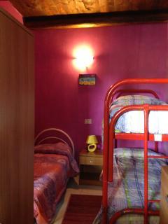 Camera con letto a castello+letto singolo