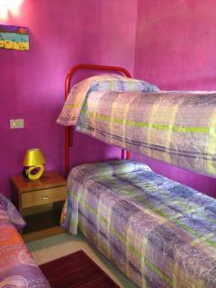 Camera con letto a castello+letto singolo denominata 'sweet room'