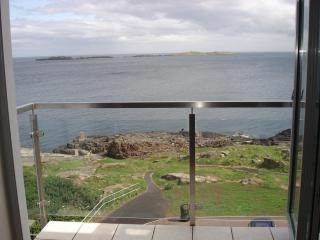 Carrig-na-rone Modern luxury sea facing apartment, Portrush