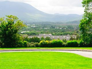 Lynch Heights Holiday Cottage- Ring of Kerry's wild Atlantic Route, Killorglin