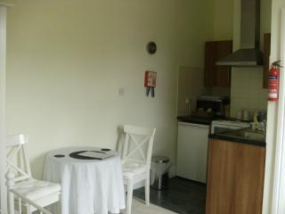 Studio 2, 10 Lime Grove. A serviced apartment, central location. Self-catering.
