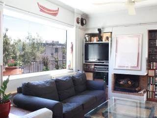 Great apt, beautiful terrace, amazing views!, Atenas
