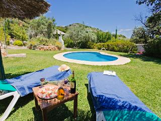 4 bed, book 3+ nights get free breakfast!, El Chorro