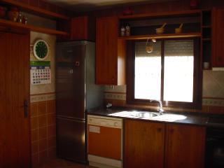 Cocina con acceso al porche de la casa