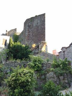 Tour pentagonale du château d'Evenos