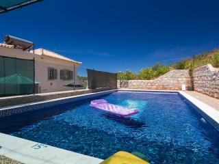 Quinta Bonita  Lovely Villa with Secluded Pool, Santo Estevao