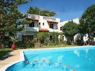 Summer Lodge 1 one bedroom with private facilities, Pirgos Psilonerou