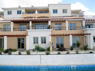 Tala Olympia - Luxury 1 bed apt with views of both the sea and the mountains