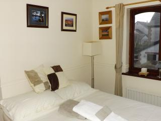 Beautiful Cumbria Coast(SPARE ROOM IN OUR HOME), Askam in Furness