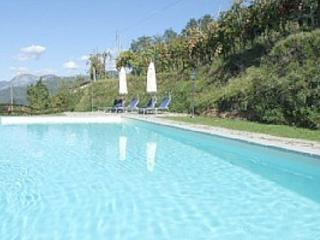 Tuscan apartment rentals in beautiful stone cottage with swimming pool and terrace, Fosciandora