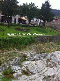 Jardines en los laterales del Puente Romano