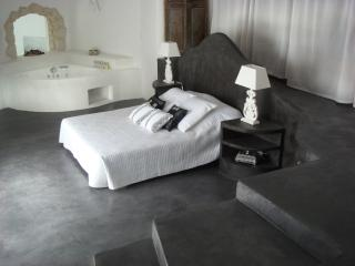 Master Bedroom, bed 180cm, latex mastress, grey wax concrete and white