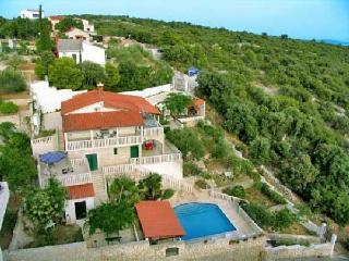 Villa Karmen, Marina
