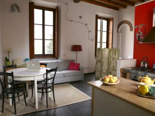 Lovely loft on Naviglio, wifi, Milán